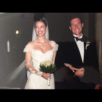 <p>Chrisy Turlington and Ed Burns, 2003</p> <p>The bride wore - John Galliano<br> <br> </p>