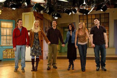 Each episode of <i>Friends</i> took about five hours to film... in front of a live audience made up of 300 fans. <br/><br/>The final episode was watched by 52.46 million viewers and is still the fourth most-watched TV series finale in US history! <br/><br/>Which means everyone's desperate for a reunion. Keep watching to see the closest thing to it...