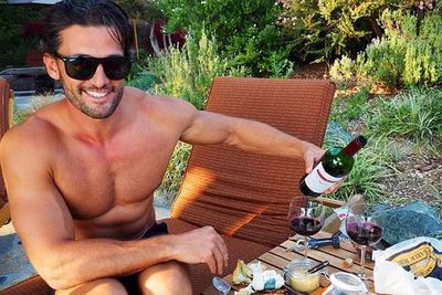 @annaheinrich1: @mrtimrobards has learnt a lot from The Bachelor #picnictime  @PostRanchInn