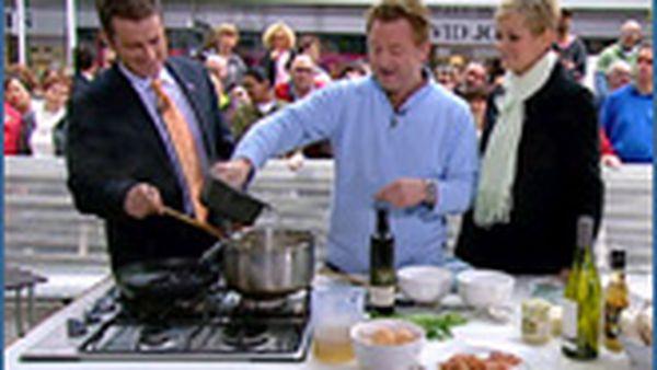 Luke Mangan cooking risotto