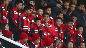 The 12 boys who were trapped for nearly two weeks in a flooded cave in Thailand have been given the VIP treatment by English football team Manchester United.