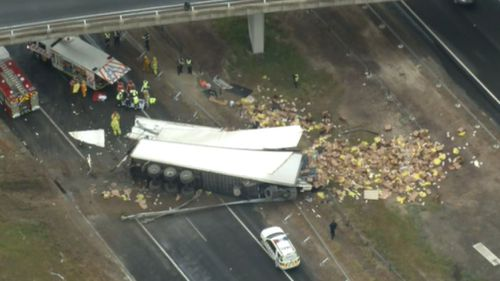 The crash closed all northbound lanes of the Hume Freeway at the Goulburn Valley Highway.
