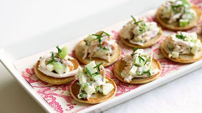 "<a href=""http://kitchen.nine.com.au/2016/05/16/19/15/smoked-chicken-salad-on-blini"" target=""_top"">Smoked chicken salad on blini</a>"