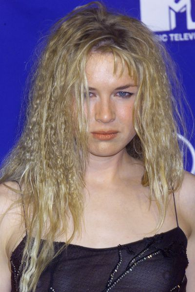 Renee's crimped hair and orange stained pout made for a rebellious beauty look at the 1999 MTV Movie Awards.