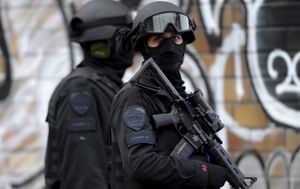 Hostage situation at Canadian office building 'a hoax'
