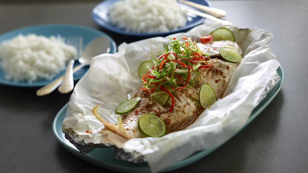 Steamed chilli and lime fish
