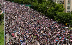 Puerto Ricans launch massive strike, refusing to back down until 'terrible' governor resigns