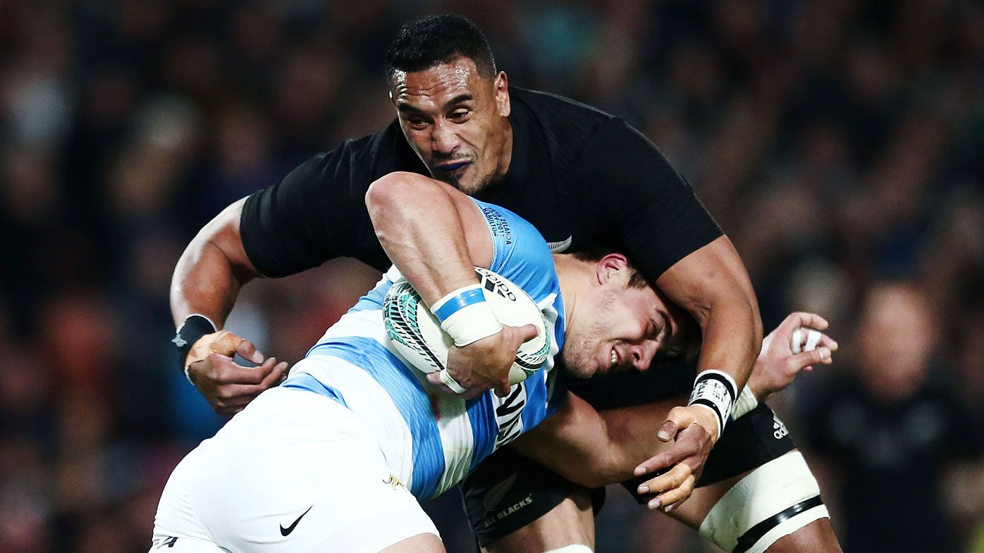 Jerome Kaino making a tackle (Getty)