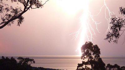 The storm hit Adelaide tonight, bringing lightning and hail. (@NicoleAJ_)
