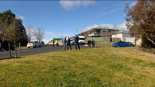 Police were called to the home in Kelso, near Bathurst, at about 11.15am yesterday. (9NEWS)