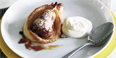 Pear tarts with cream