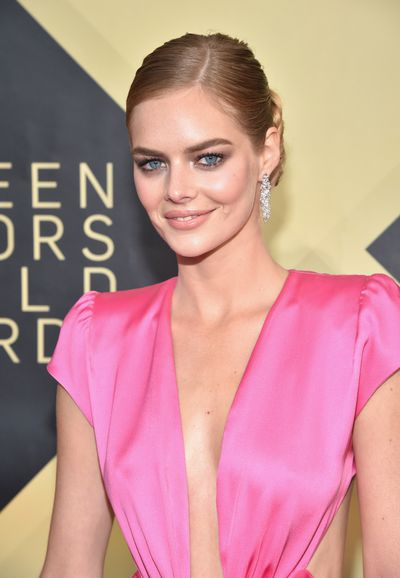 <p><strong><em>Eyes</em></strong></p> <p>Actress Samara Weaving's Summer Bay days may be behind her but the former <em>Home and Away</em> star still shone on the red carpet with the perfect summer glow paired with a sultry smokey eye.</p> <p>&nbsp;</p>