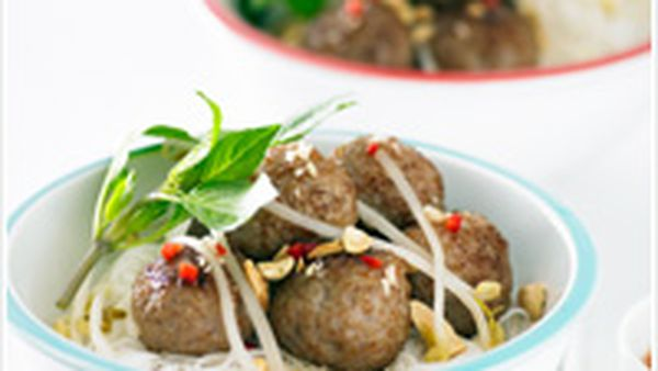 Pork meatballs with rice vermicelli