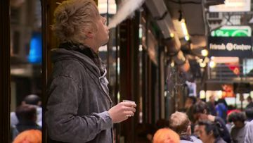 Victoria the last Australian state to introduce smoking bans in outdoor dining areas