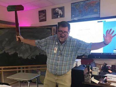 US teacher dies of coronavirus days after teaching class