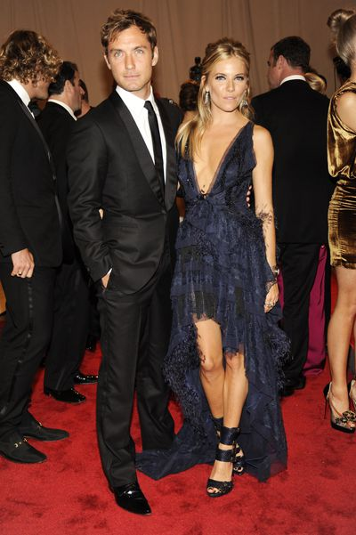 Jude Law and Sienna Miller in Emilio Pucci at the 2010 Met Gala American Woman: Fashioning a National Identity
