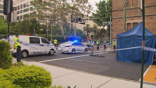 Sydney food delivery cyclist dies after being struck by truck in Redfern