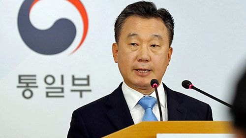Unification Ministry spokesman Jeong Joon-hee confirms that a North Korean diplomat and his family are in South Korea after defecting from North Korea. (AAP)