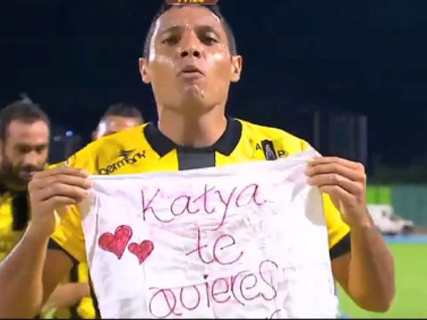 Footballer proposes to girlfriend after scoring