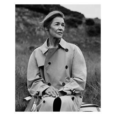 <p>Glenda Jackson&nbsp;for&nbsp;Burberry, by Alasdair McLellan. 2017</p>