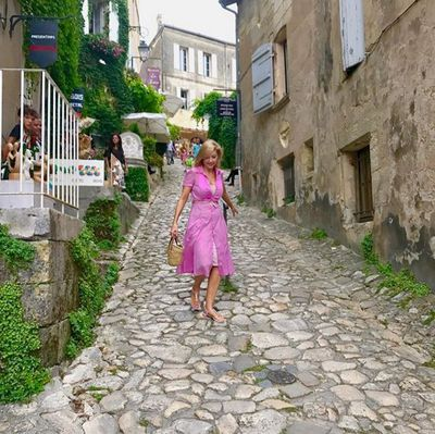 Catriona Cobblestone – Walking the cobblestone streets of Saint Emillion, only 200 residents but over 2 million tourists every year.