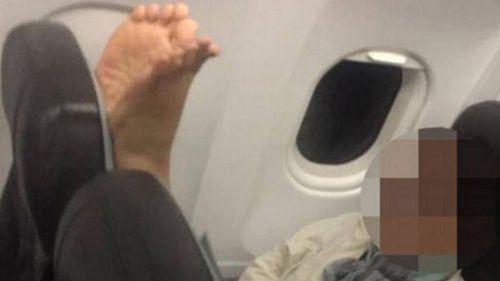 Barefoot flyer shamed by fellow plane passenger
