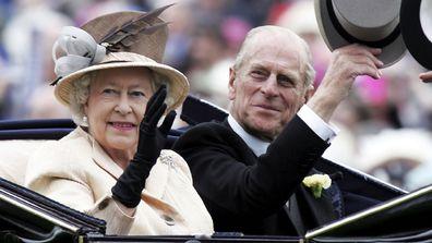 Regina și prințul Philip au fost văzuți sosind pe trăsura regală în a treia zi a Royal Ascot 2005.