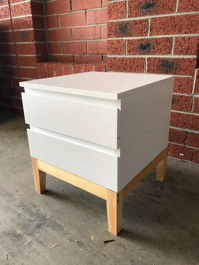"<strong>Bedside Table Makeover with the  <a href=""https://www.aldi.com.au/en/special-buys/special-buys-sat-29-april/saturday-detail-wk17/ps/p/bedside-table-white/"" target=""_blank"" draggable=""false"">SOHL bedside table in white ($49.99)</a></strong>"
