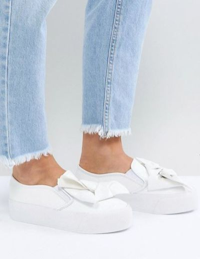 "<a href=""http://www.asos.com/au/asos/asos-discovery-bow-flatform-plimsolls/prd/8844173?clr=white&SearchQuery=&cid=6456&gridcolumn=1&gridrow=5&gridsize=4&pge=1&pgesize=72&totalstyles=99"" target=""_blank"">ASOS Discovery Bow Flatform Plimsolls in White, $50</a>"