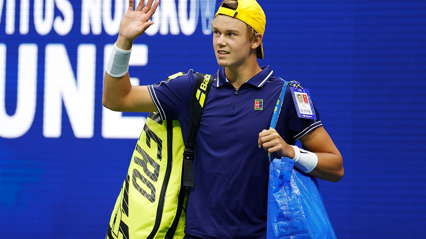 Holger Rune arrives on court with an IKEA bag.