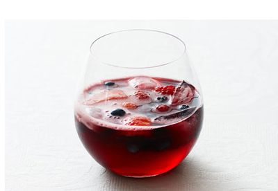 Sparkling burgundy and cranberry punch
