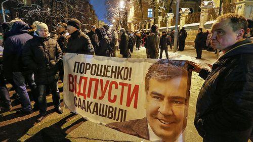 Supporters of former Georgian president Mikheil Saakashvili protest in Kiev against his deportation. (Photo: AP).