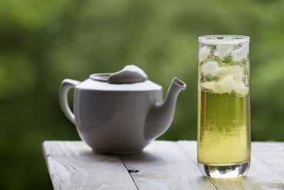 <strong>Green tea</strong>
