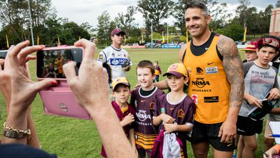 Corey Parker posed with young fans at the Broncos public training session in Brisbane on Tuesday. (AAP)