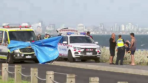 A Vietnamese man aged in his 40s died while diving for abalone at Williamstown yesterday. (9NEWS)