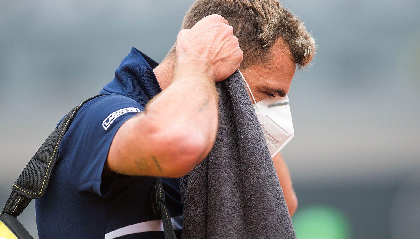 Benoit Paire retires from the Hamburg Open.