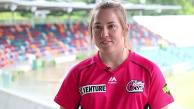 Jodie Hicks signs on to play for Sydney Sixers in WBBL after being taken by GWS Giants in AFLW draft
