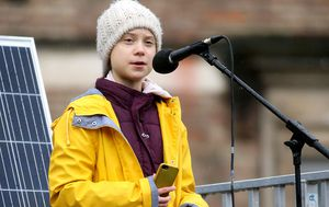 Greta Thunberg accuses world leaders of 'behaving like children' as teen addresses UK climate strike march