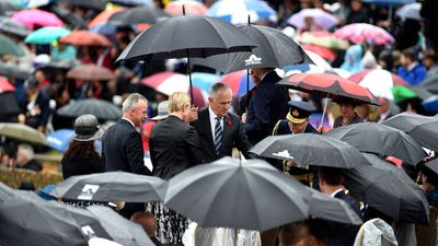Prime Minister Malcolm Turnbull and Australian War Memorial director Dr Brendan Nelson. (AAP)