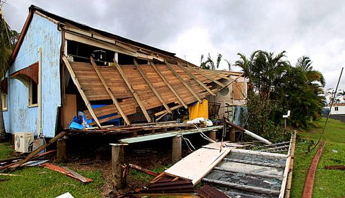 Cyclone Debbie: Insurers gear up for storm's clean-up bills
