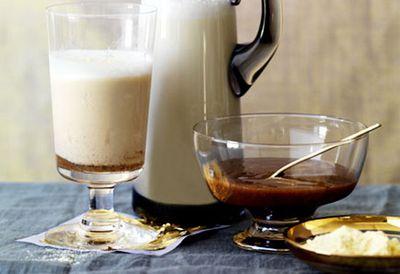 Hot malted milk with cinnamon dulce de leche