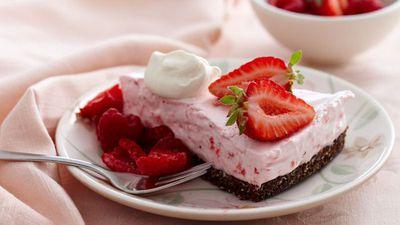 "<a href=""http://kitchen.nine.com.au/2016/05/05/16/12/strawberry-cloud-cake"" target=""_top"">Strawberry cloud cake</a>"