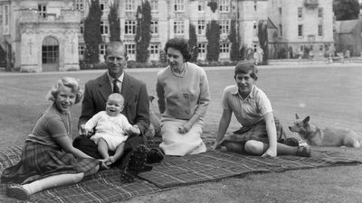 "Prince Charles with his mother, father and siblings<span style=""white-space:pre;"">	</span>"
