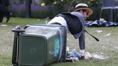 Things started to get messy at the end of the day. (Photo: AAP Image/David Crosling)