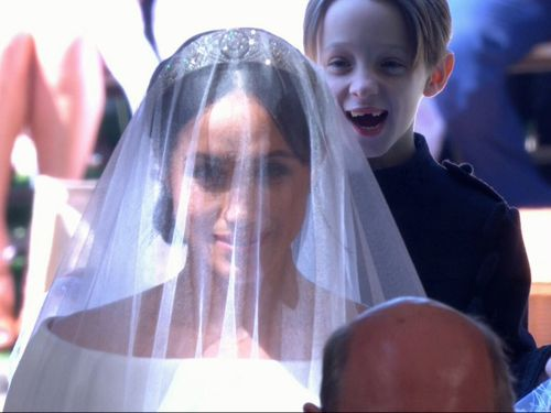 Meghan's stunning Givenchy dress turned heads when she arrived at St George's Chapel. (9NEWS)