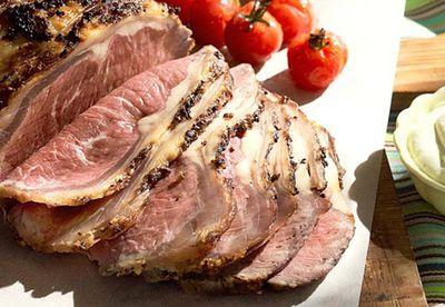 Angus beef loin with cherry tomatoes & horseradish cream