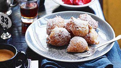 <strong>Zeppole (Italian doughnuts)</strong>