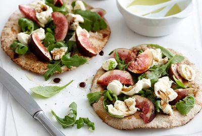 Fresh salad and fig pita pockets