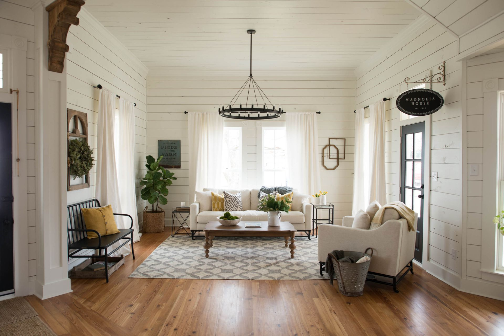 Inside Chip and Joanna Gaines\' charming Texan B&B - 9homes