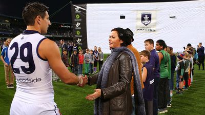 Matthew Pavlich of the Dockers greets Rin Norris, mother of MH17 crash victims Evie, Mo and Otis Maslin. (Getty)